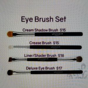 YOUNIQUE 4PC BRUSH SET New unopened ☆☆☆☆☆